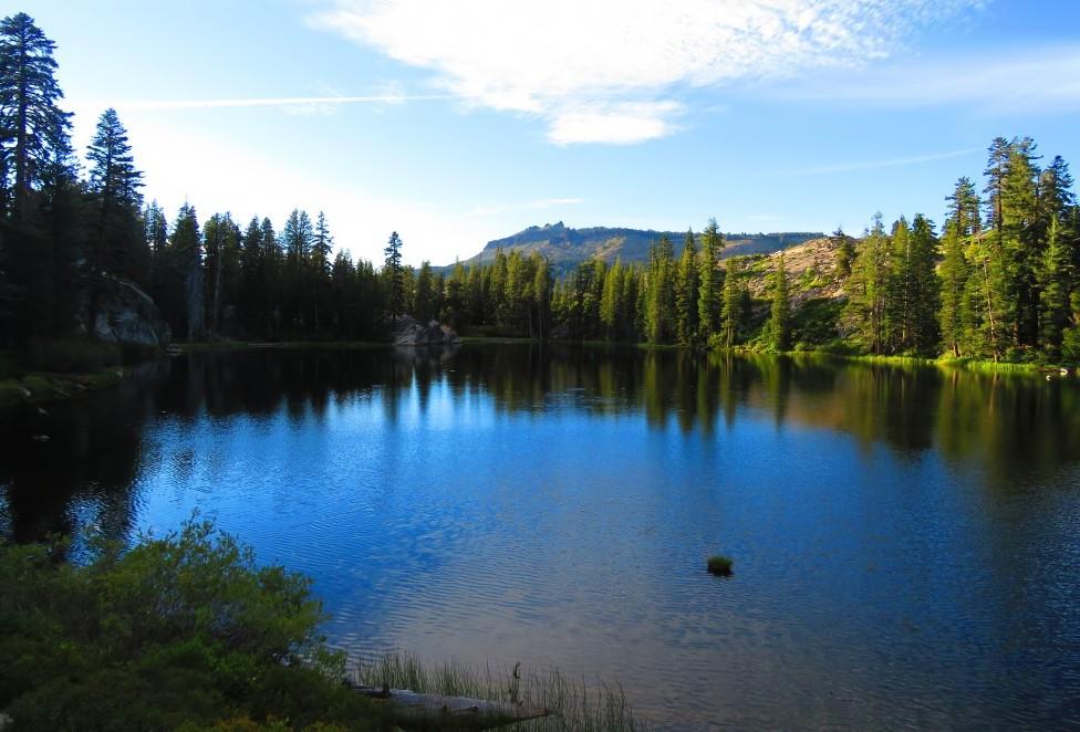 northern-california-backpacking-trips-lake-azalea