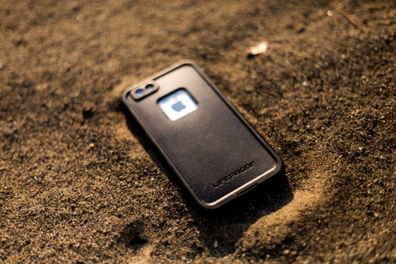 The Best Waterproof Phone Cases Featured Image