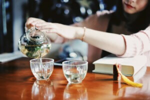 10 Easy Camping Cocktails - chamomile honey hot toddy PC Raychan via Unsplash