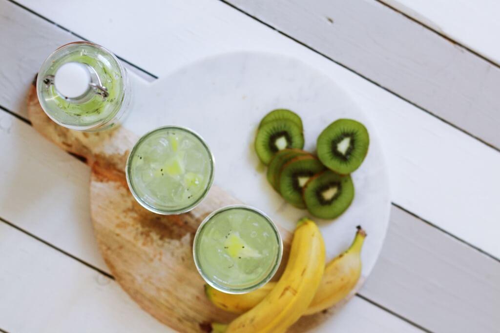 10 Easy Camping Cocktails - green tea gin PC Toa Heftiba via Unsplash