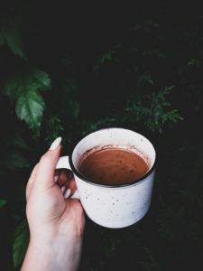 10 Easy Camping Cocktails - hot chocolate PC Lidia Adriana via Unsplash