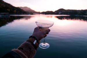 10 Easy Camping Cocktails - mountain margarita PC Luke Bender via Unsplash