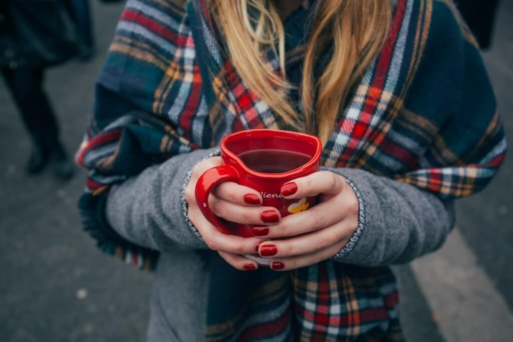 10 Easy Camping Cocktails - mulled wine PC Alisa Anton via Unsplash