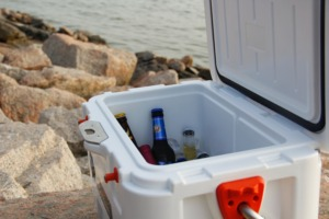 10 Easy Camping Cocktails - tips for packing and preparing PC Sandrene Zhang via Unsplash