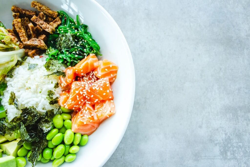 10 Healthy Camping Food Recipes - balanced diet PC Louis Hansel via Unsplash