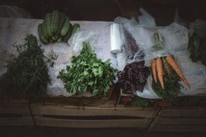 10 Healthy Camping Food Recipes - packing and prepping PC Egor Myznik via Unsplash